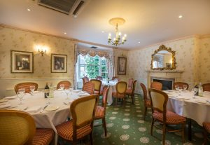 Three-Swans-large-dining-room-3